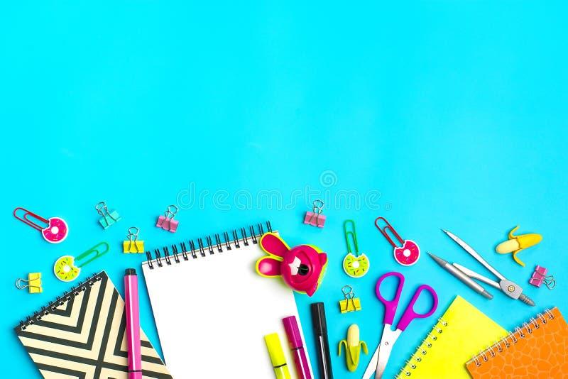 Στάσιμος, πίσω στο σχολείο, το θερινό χρόνο, τη δημιουργικότητα και την έννοια εκπαίδευσης στοκ εικόνα με δικαίωμα ελεύθερης χρήσης
