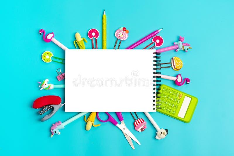 Στάσιμος, πίσω στο σχολείο, το θερινό χρόνο, τη δημιουργικότητα και την έννοια εκπαίδευσης στοκ φωτογραφίες με δικαίωμα ελεύθερης χρήσης