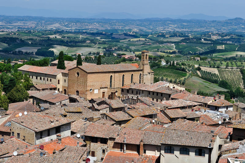 Στέγες και τοπίο του SAN Gimignano Τοσκάνη στοκ εικόνες