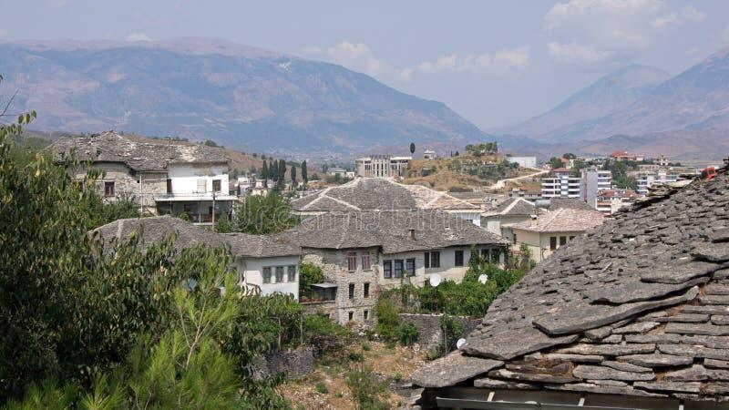 Στέγες πλακών στα σπίτια Gjirokastà «ρ στην Αλβανία στοκ εικόνα με δικαίωμα ελεύθερης χρήσης
