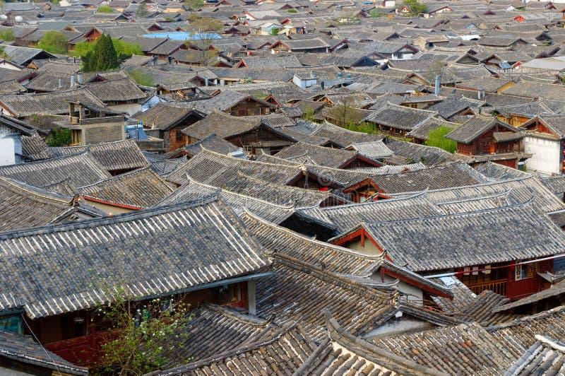 Στέγες της παλαιάς πόλης lijiang, yunnan, Κίνα στοκ φωτογραφίες