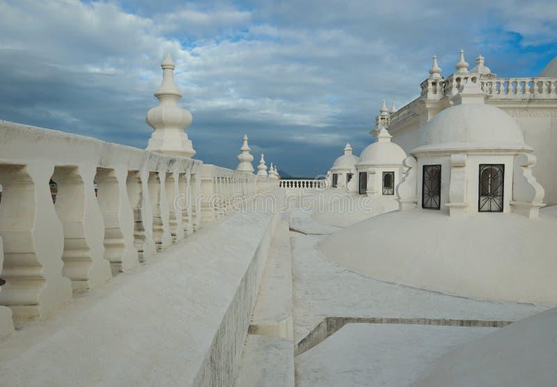 Στέγη του καθεδρικού ναού στο Leon στοκ εικόνες