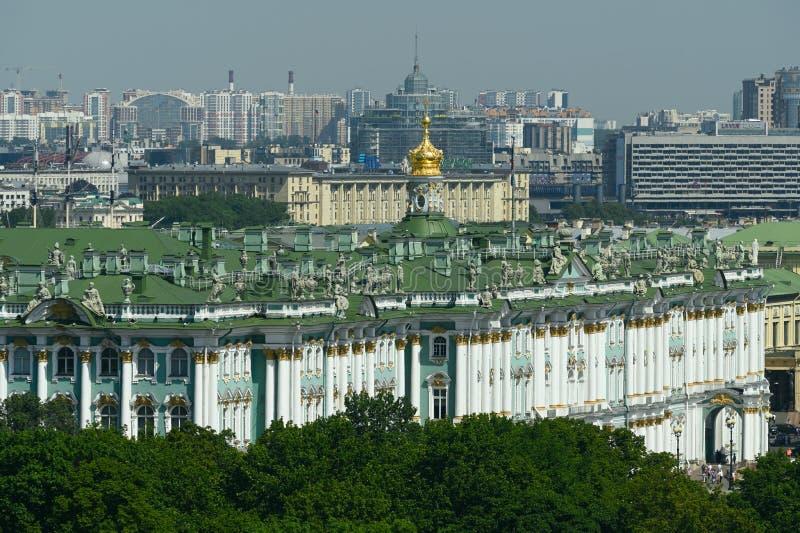 Στέγη του χειμερινού παλατιού σε Άγιο Πετρούπολη, Ρωσία στοκ εικόνες