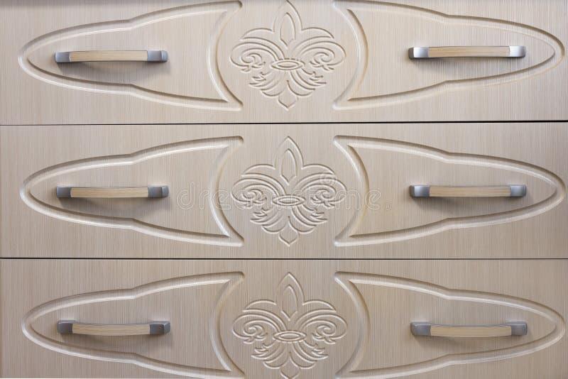 Στήθος λεπτομέρειας των συρταριών Η διακόσμηση στα συρτάρια Υπόβαθρο στοκ εικόνα με δικαίωμα ελεύθερης χρήσης