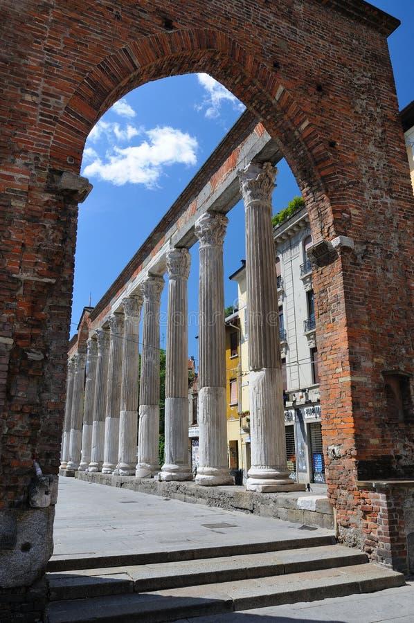 στήλες Ιταλία Lorenzo Μιλάνο SAN στοκ φωτογραφίες