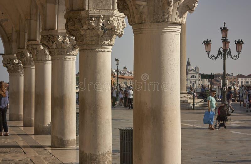 Στήλες και κεφάλαια του marco πλατειών SAN στη Βενετία στοκ φωτογραφία
