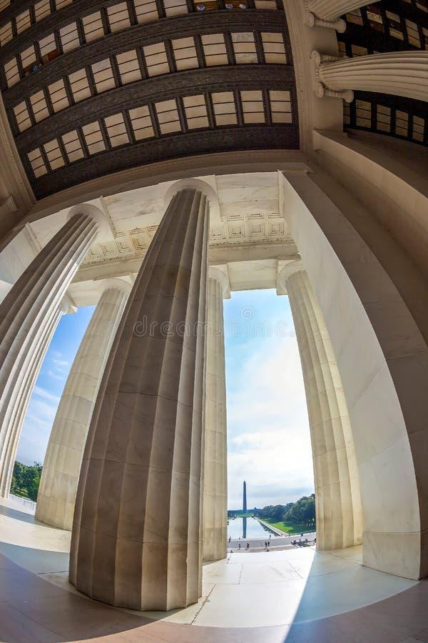 Στήλες και μνημείο του George Washington στο υπόβαθρο, από Abrah στοκ φωτογραφίες