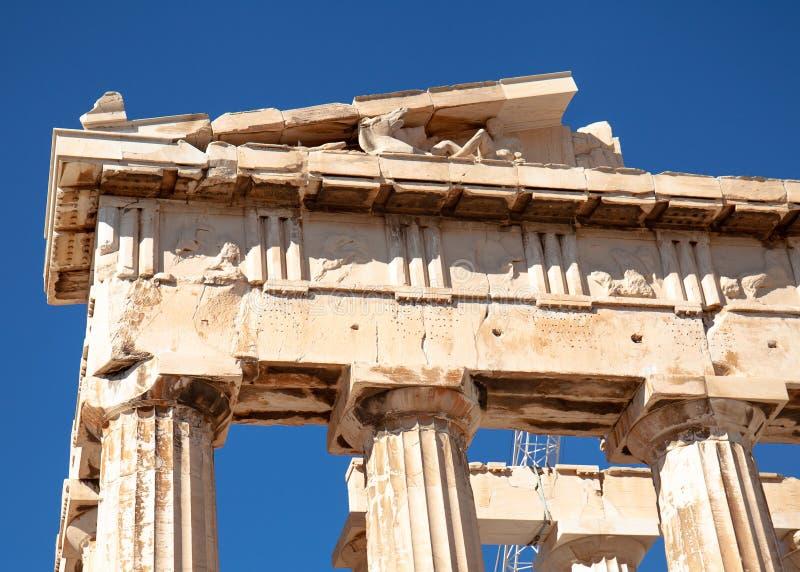 Στήλες και frieze του Parthenon στην ακρόπολη στην Αθήνα, Ελλάδα στοκ εικόνες