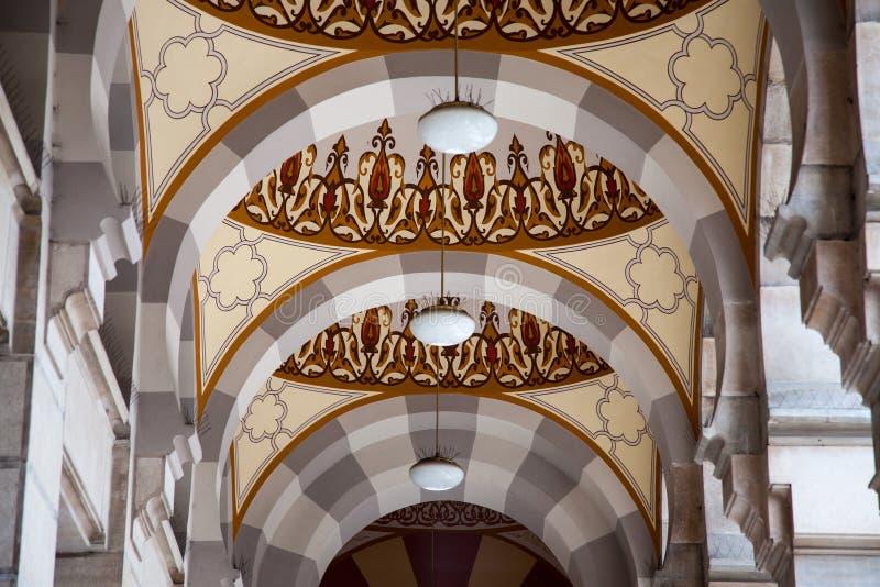 Στήλες Exterial της κύριας αίθουσας του Vijecnica, της πρώην βιβλιοθήκης και της αίθουσας πόλεων του Σαράγεβου, στοκ εικόνες με δικαίωμα ελεύθερης χρήσης