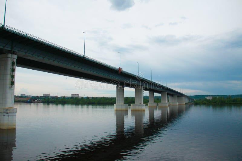 Στήλη ποταμών γεφυρών στοκ εικόνες