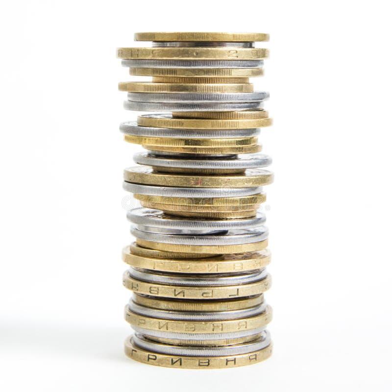 Στήλες των χρυσών και ασημένιων νομισμάτων που απομονώνονται στο άσπρο υπόβαθρο Έννοια χρημάτων, τράπεζα επενδύσεων στοκ φωτογραφία με δικαίωμα ελεύθερης χρήσης