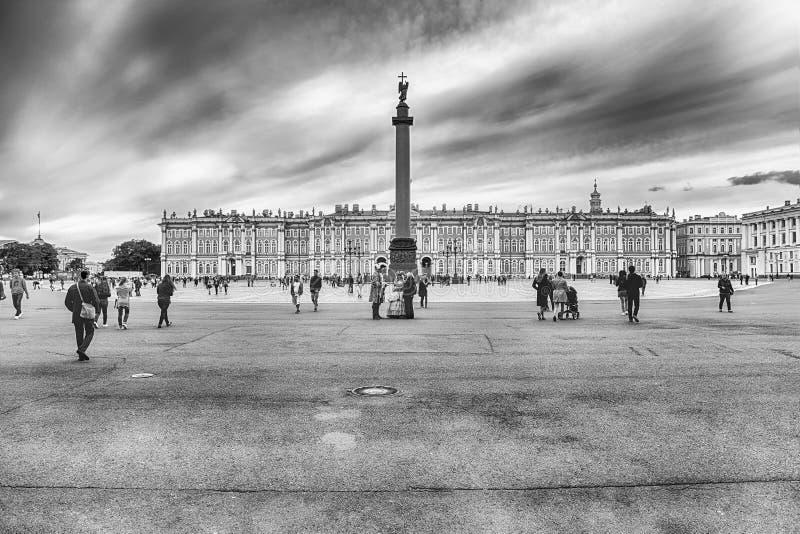 Στήλη του Αλεξάνδρου και χειμερινό παλάτι στη Αγία Πετρούπολη, Ρωσία στοκ εικόνα