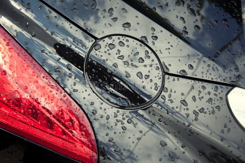 Σταγόνες βροχής στο αυτοκίνητο στοκ εικόνες
