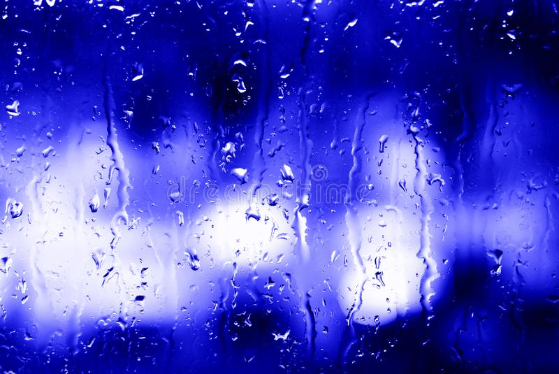 Σταγόνες Σταγόνες και μουτζούρες νερού στο ποτήρι στοκ εικόνες