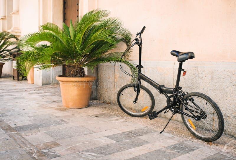 Σταθμευμένα ποδήλατα οδοί στη Πάλμα ντε Μαγιόρκα στοκ φωτογραφία με δικαίωμα ελεύθερης χρήσης