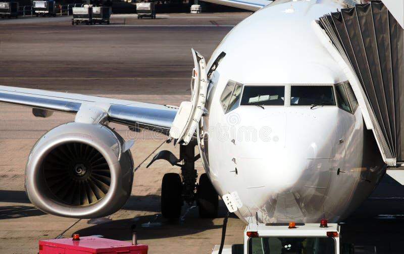 σταθμευμένο αερολιμένας αεροπλάνο στοκ εικόνες