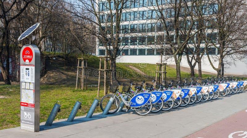 Σταθμός ενοικίου ποδηλάτων στοκ φωτογραφίες με δικαίωμα ελεύθερης χρήσης