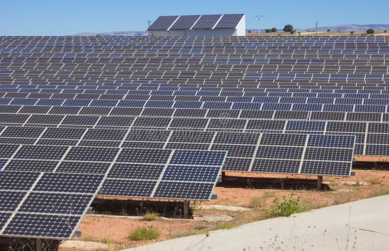 Σταθμός ηλιακής παραγωγής ηλεκτρικού ρεύματος στοκ φωτογραφίες