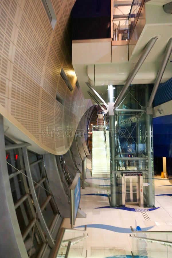 Σταθμός μετρό - Ντουμπάι στοκ φωτογραφία με δικαίωμα ελεύθερης χρήσης
