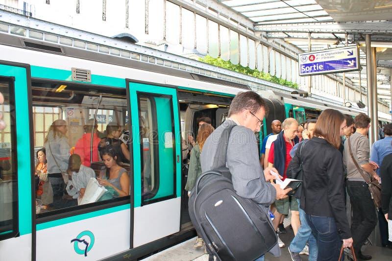 Σταθμός μετρό του Παρισιού στοκ εικόνες
