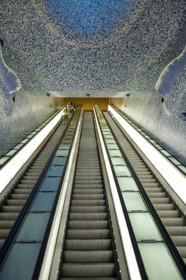 Σταθμός μετρό του Τολέδο που σχεδιάζεται από το αρχιτεκτονικό σταθερό BLANCA του Oscar Tunquets Ένας από διάφορους σταθμούς τέχνη στοκ εικόνες