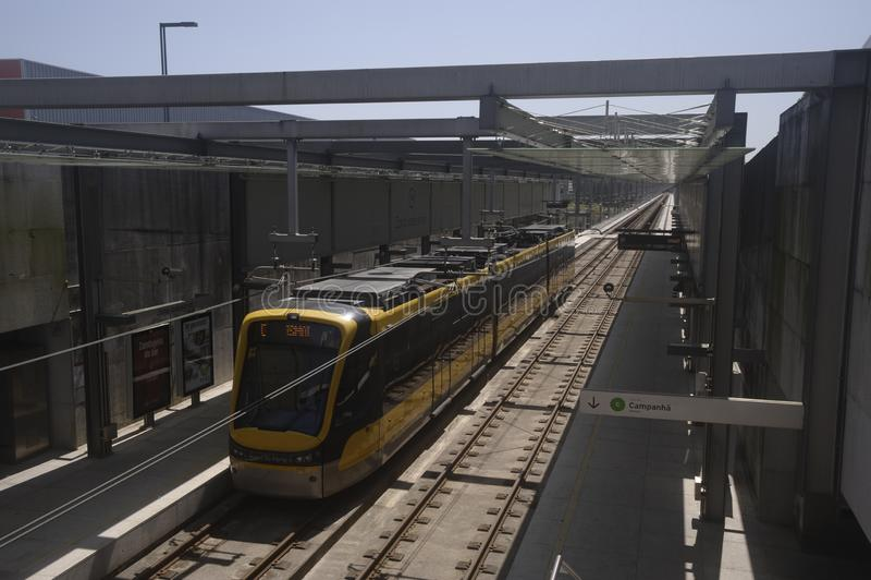 Σταθμός μετρό Maia Portugal με βαγόνια στοκ εικόνες