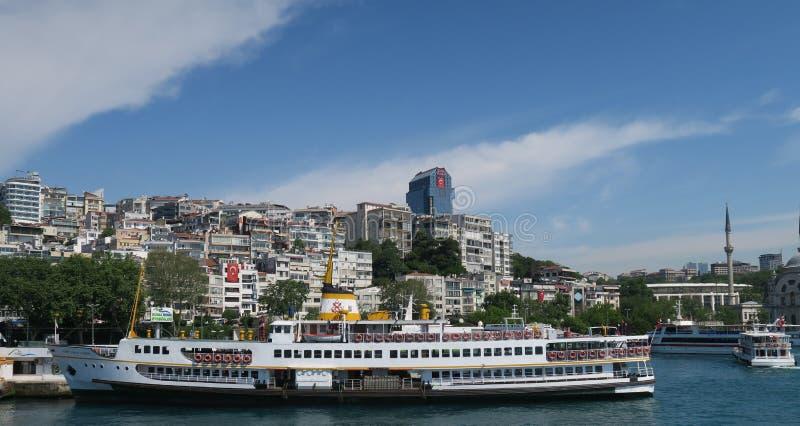 Σταθμός πορθμείων Karakoy στο Bosphorus στη Ιστανμπούλ, Τουρκία στοκ εικόνες