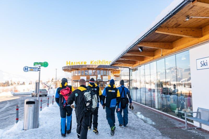 Σταθμός σκι Kaibling Hauser Τοπ χιονοδρομικά κέντρα της Αυστρίας Styria: 44 ανελκυστήρες, 123 χιλιόμετρα των τρεξιμάτων σκι στοκ φωτογραφίες
