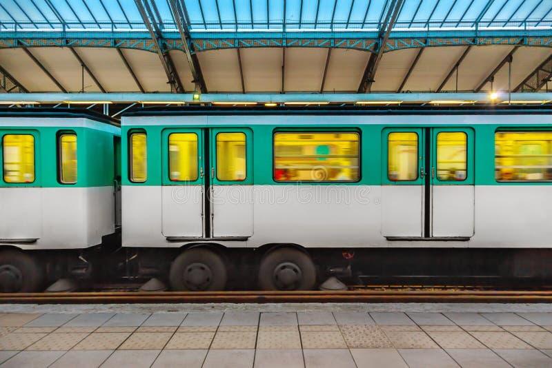σταθμός του Παρισιού μετρό στοκ φωτογραφία με δικαίωμα ελεύθερης χρήσης
