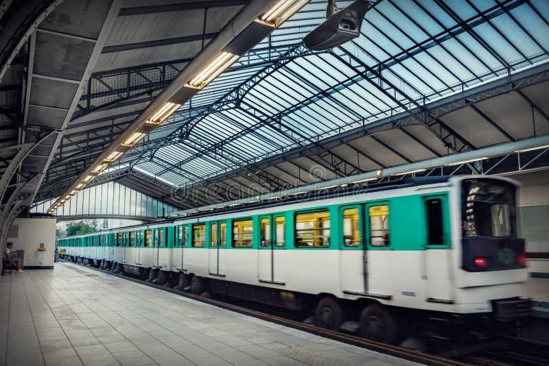 σταθμός του Παρισιού μετρό στοκ εικόνες