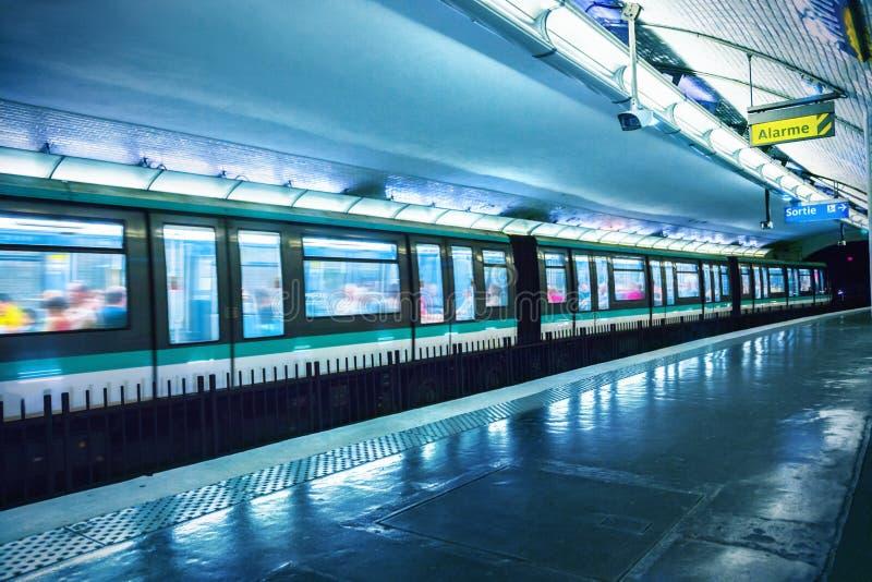 σταθμός του Παρισιού μετρό στοκ εικόνες με δικαίωμα ελεύθερης χρήσης