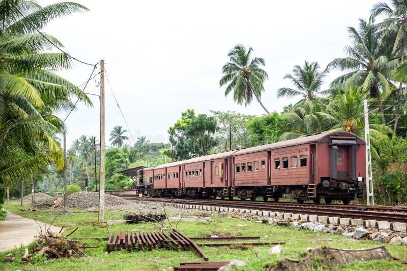 Σταθμός τρένου, ατμομηχανή, δρόμος σιδηροδρόμων, Σρι Λάνκα στοκ φωτογραφίες με δικαίωμα ελεύθερης χρήσης
