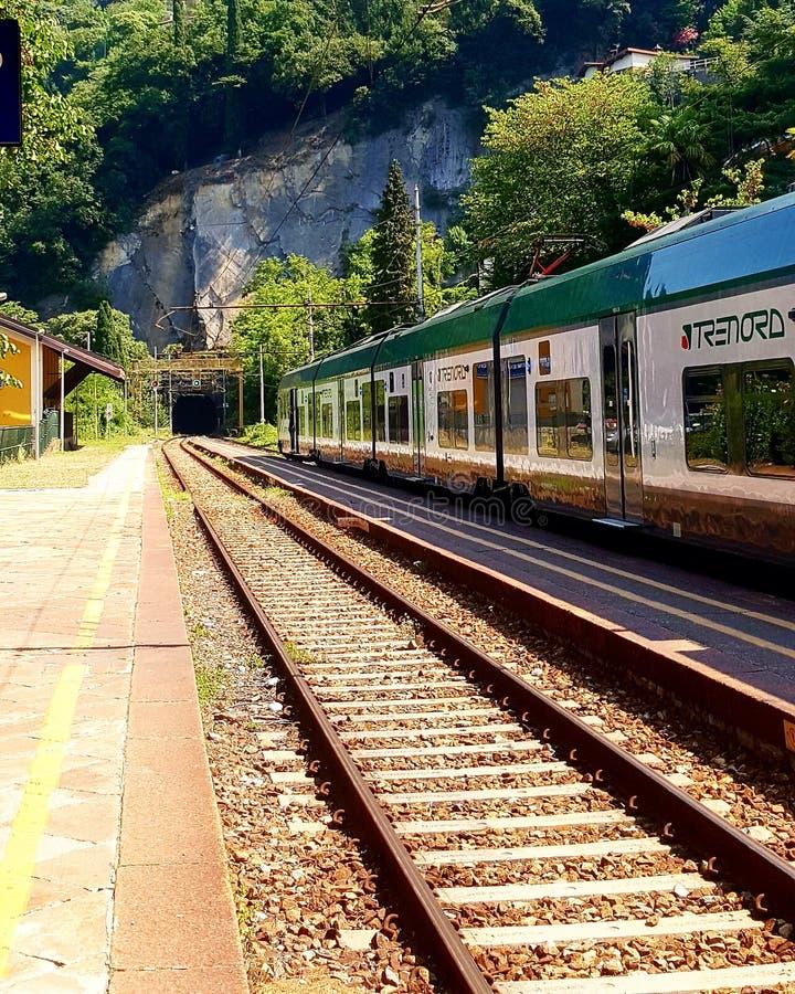 Σταθμός τρένου σε Varenna στοκ φωτογραφία με δικαίωμα ελεύθερης χρήσης