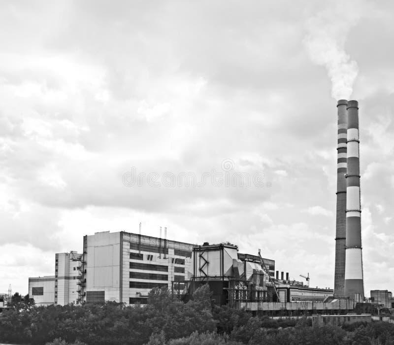 Σταθμός υδροηλεκτρικής ενέργειας στην πόλη Kemerovo Σιβηρία, Ρωσία Καπνός από την καπνοδόχο στον ουρανό που κρύβεται στοκ φωτογραφία με δικαίωμα ελεύθερης χρήσης
