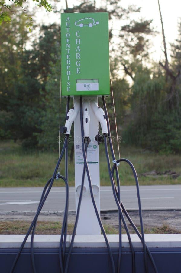 Σταθμός χρέωσης Eco για τα ηλεκτρικά οχήματα Ηλεκτρο σταθμός χρέωσης αυτοκινήτων στοκ εικόνες