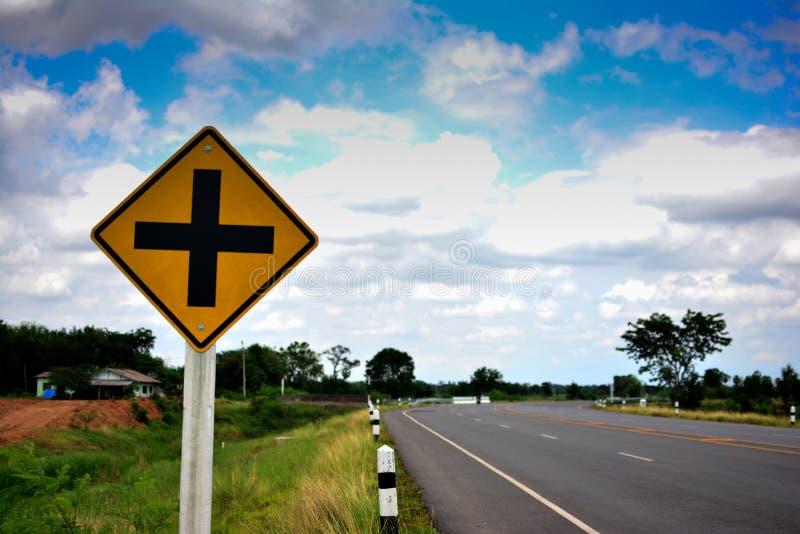 Σταυροδρόμι σημαδιών κυκλοφορίας στοκ φωτογραφία με δικαίωμα ελεύθερης χρήσης