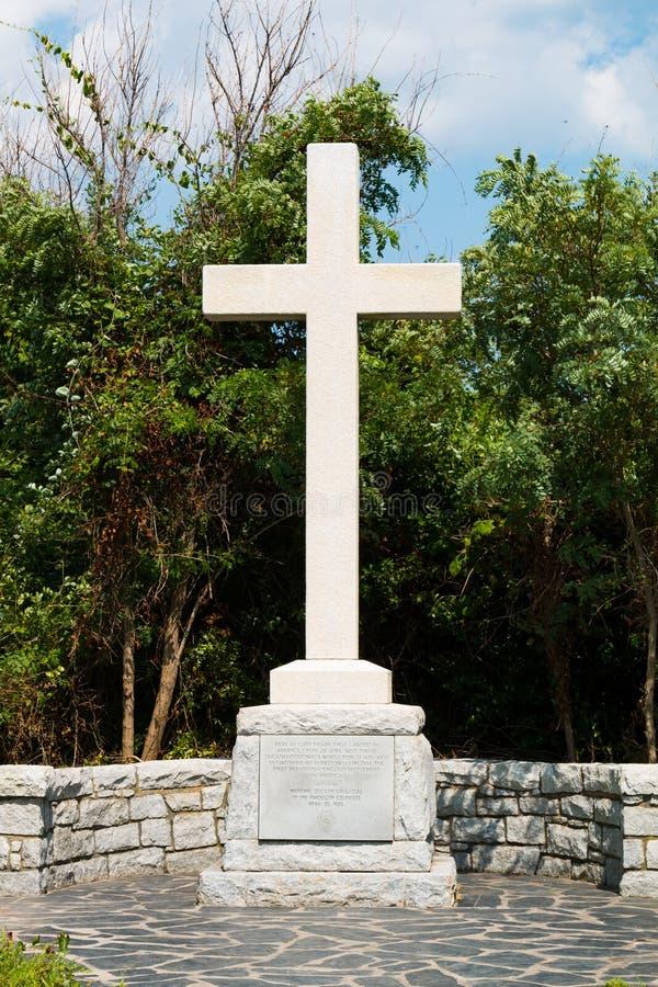 Σταυρός και μνημείο για την πρώτη θέση προσγείωσης των αγγλικών αποίκων στοκ φωτογραφία με δικαίωμα ελεύθερης χρήσης