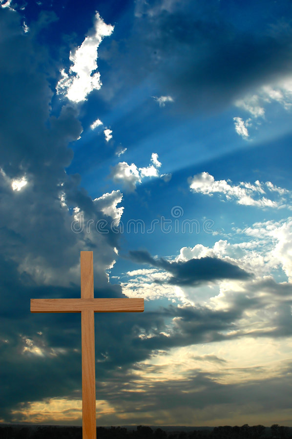 σταυρός πέρα από το ηλιοβασίλεμα sunrays στοκ φωτογραφίες με δικαίωμα ελεύθερης χρήσης