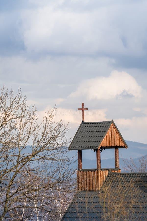 Σταυρός σε μια ξύλινη στέγη στοκ φωτογραφίες με δικαίωμα ελεύθερης χρήσης