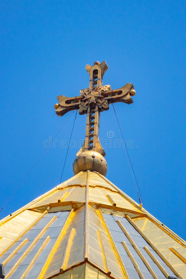 Σταυρός στο θόλο του ιερού καθεδρικού ναού τριάδας Sameba Γεωργία Tbilisi στοκ εικόνα με δικαίωμα ελεύθερης χρήσης