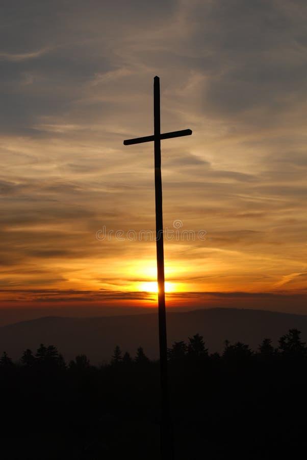 Download σταυρός στοκ εικόνα. εικόνα από νεφελώδης, μαύρα, κίτρινος - 17053229