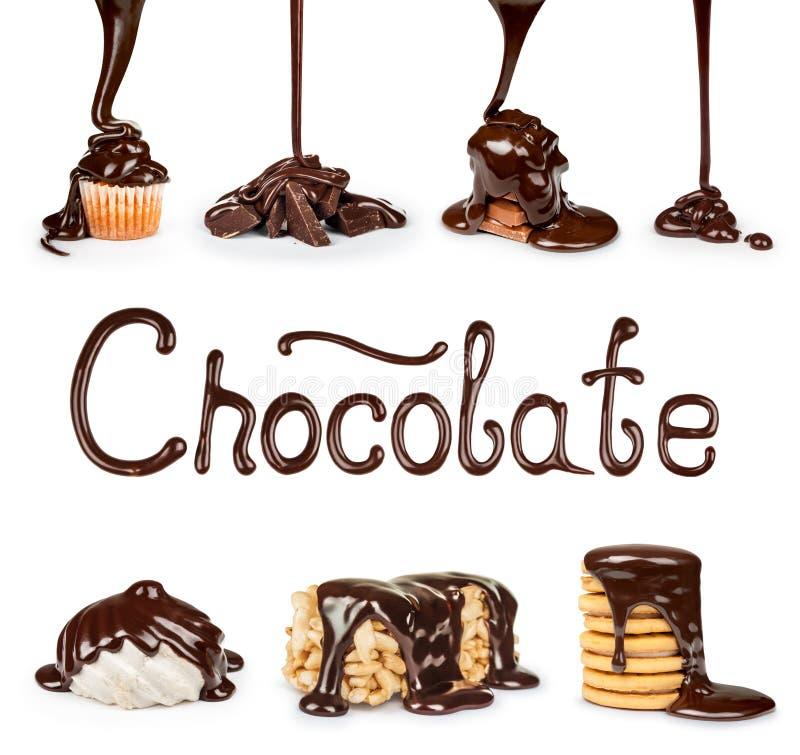 Στα μπισκότα, σοκολάτα, καρύδια που χύνουν το ρεύμα στοκ εικόνες με δικαίωμα ελεύθερης χρήσης