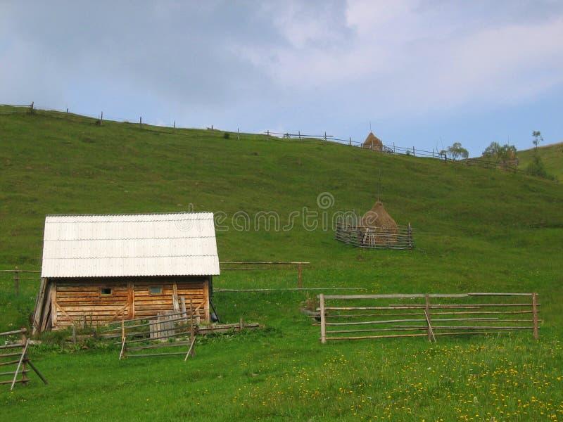 Download στεγάστε αγροτικό στοκ εικόνα. εικόνα από τοπίο, ομίχλη - 1539981