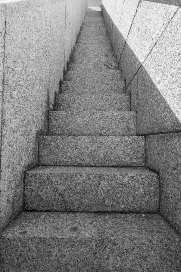 Στενά σκαλοπάτια πετρών στοκ φωτογραφία με δικαίωμα ελεύθερης χρήσης