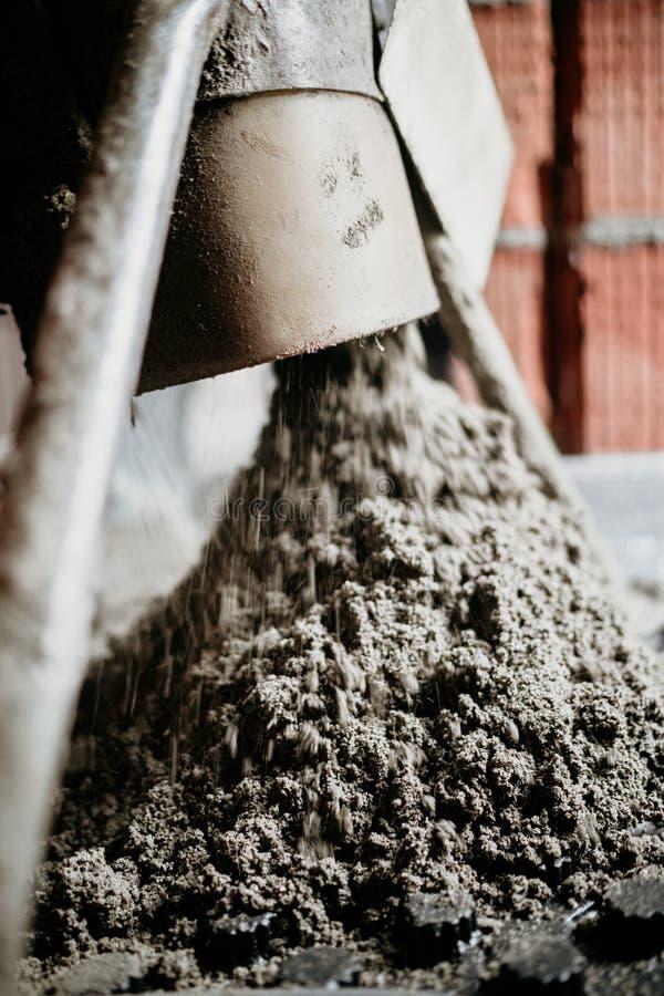 Στενές επάνω λεπτομέρειες συγκεκριμένων αντλιών Κατεβατό πατωμάτων άμμου και τσιμέντου στοκ φωτογραφία με δικαίωμα ελεύθερης χρήσης