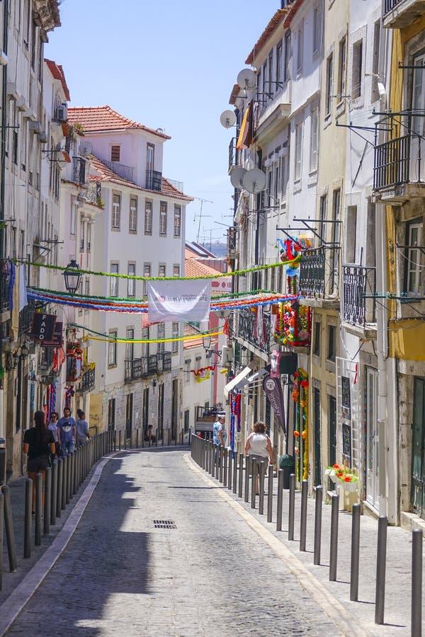 Στενές οδοί στην ιστορική περιοχή της Λισσαβώνας στοκ φωτογραφίες με δικαίωμα ελεύθερης χρήσης