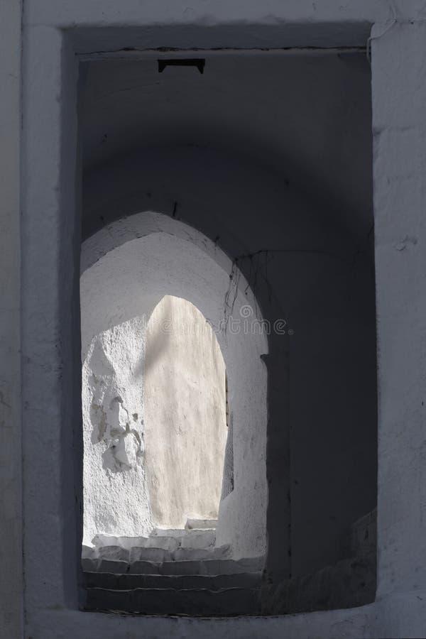 Στενές πόρτα και αλέα στοκ εικόνες
