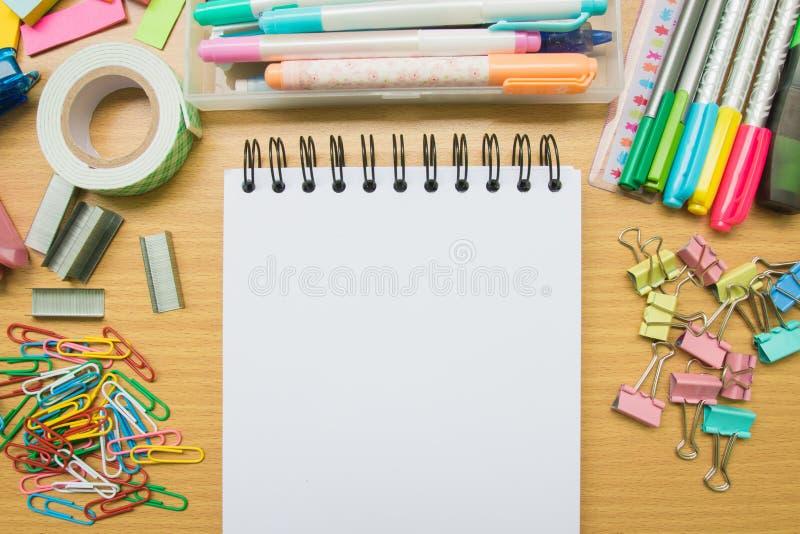 στενές σχολικές προμήθειες μοιρογνωμόνιων πυξίδων επάνω στοκ φωτογραφίες με δικαίωμα ελεύθερης χρήσης