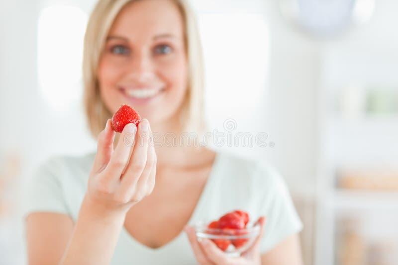 στενές φράουλες απόλαυ&sig στοκ εικόνες