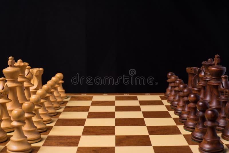 Στενή άποψη στα κομμάτια μια σκακιέρα στοκ εικόνα με δικαίωμα ελεύθερης χρήσης